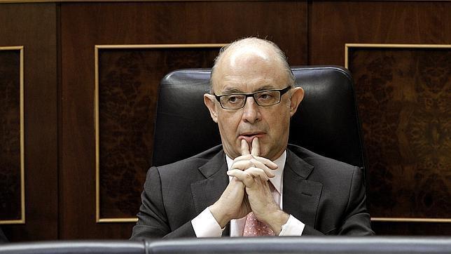 EFEEl ministro de Hacienda, Cristóbal Montoro, en su escaño durante la sesión de control al Gobierno